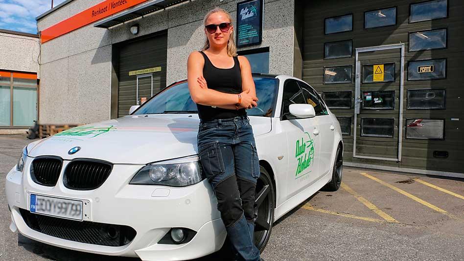 Kiiltoa, puhtautta ja suojaa autoille