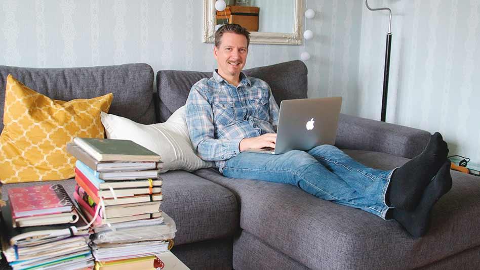 Kirjailija ja kustantaja Kokko