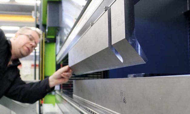 J-Metallikaluste panostaa ammattitaitoon ja konekantaan