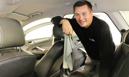 Auto puhtaaksi sisältä ja ulkoa