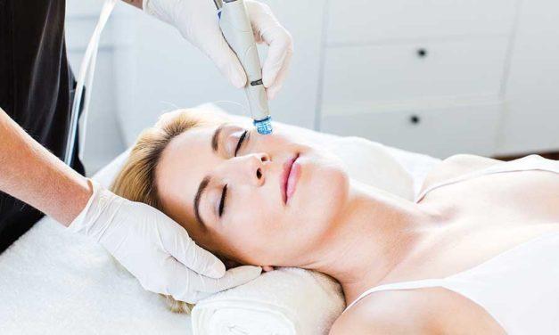 """Beautyzonen kosmetologit  """"imuroivat"""" ihot puhtaaksi"""
