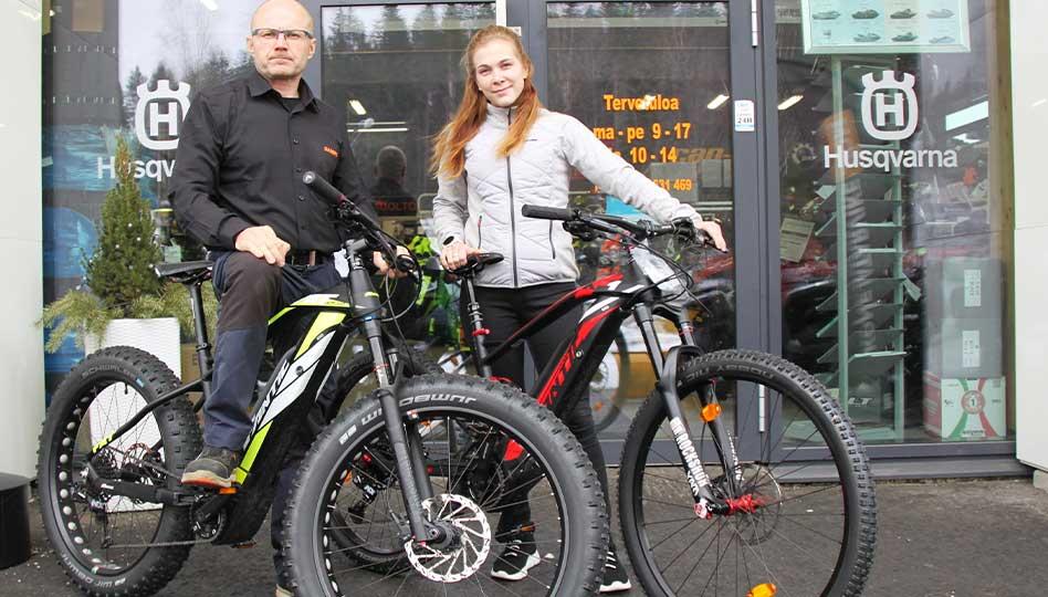 Sähköistä pyöräilyä  ja pihanhoitoa