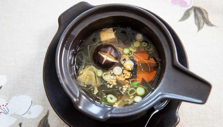 Jirapan Thaimaalainen Tofu-merileväkeitto